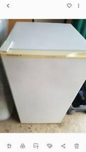 Kelvinator Freezer 140L