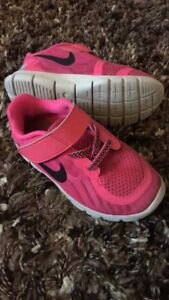 Size 9T Nike Runners