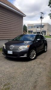 2011 Toyota Venza. 4-cylinder and ONLY 100,000 km (best offer)
