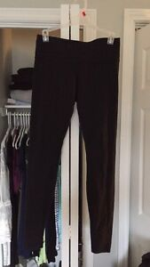 Lululemon Wunder Under size 6