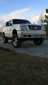 2002 lifted Cadillac Escalade