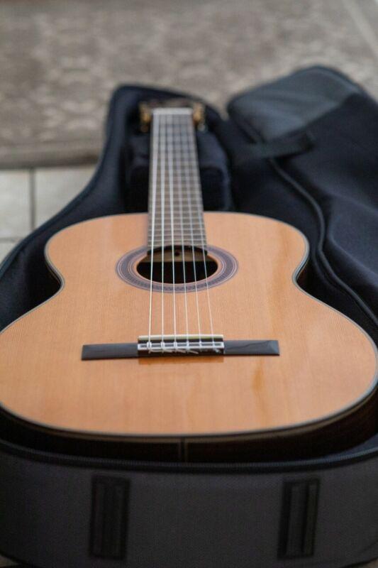 cordoba c7 classical guitar (excellent condition)