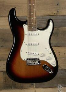 Fender Stratocaster Price >> Fender Player Series Stratocaster 3 Color Sunburst