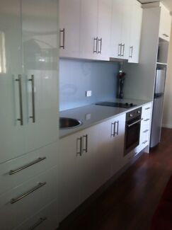 Renovated and FURNISHED One Bedroom Kangaroo Point  Apartment