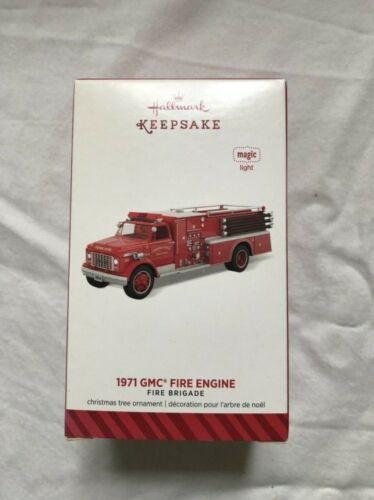 Hallmark Keepsake 1971 GMC 6500 Fire Engine 2014 NOS Magic Light QX9196