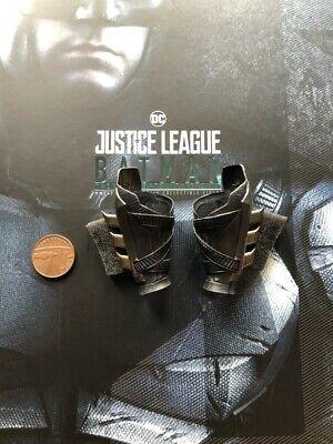 Hot Toys Justice League Tactical Batman MMS432 Wrist Gauntlets loose 1/6th scale