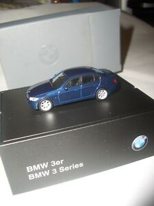 Original Herpa BMW BMW 3er (E90) monacobluemet. 1:87 Modellauto + BMW Sockel NEU