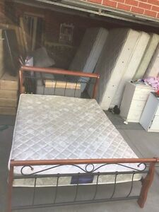 Nice metal / sooden queen size bed + mattress , Box Hill North Whitehorse Area Preview