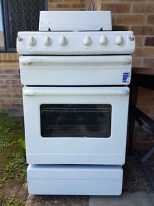 Selling oven in good condition Logan Central Logan Area Preview