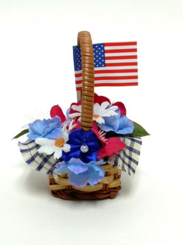 ACCESSORY RED, WHITE+ BLUE  BASKET FOR BYERS CHOICE CAROLER - CAROLER NOT INCL