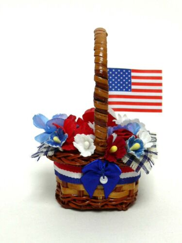 ACCESSORY  PATRIOTIC  BASKET FOR BYERS CHOICE CAROLER -- - CAROLER NOT INCL