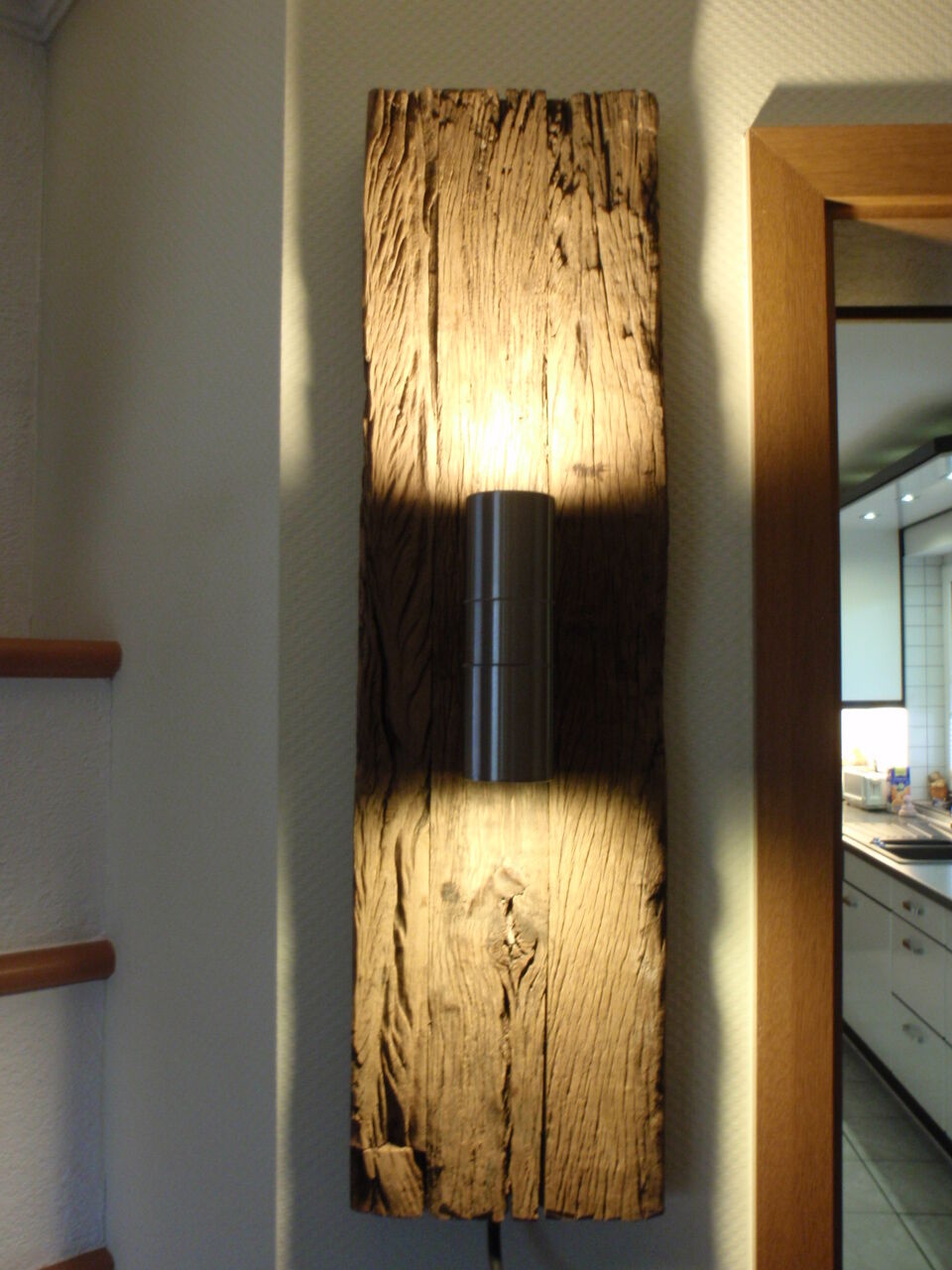 design wandlampe wandstrahler wandleuchte 55 cm aus historischem holz gefertigt eur 83 00. Black Bedroom Furniture Sets. Home Design Ideas