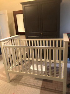 Pottery Barn White Kendall Crib + mattress- excellent condition.