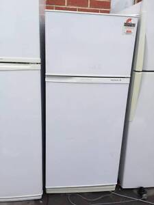 4 star 350 liter kelvinator fridge , can delivery at extra fee. Mont Albert Whitehorse Area Preview