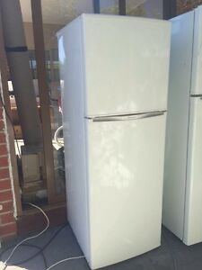 tiny GREAT WORKING 202 liter westinghouse fridge , Mont Albert Whitehorse Area Preview