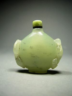 ANTIQUE CHINESE IMPERIAL 'CELADON JADE' SNUFF BOTTLE, QING DYNASTY. 18/19th C.