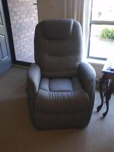 ELECTRIC RECLINER LIFT CHAIR Strathalbyn Alexandrina Area Preview
