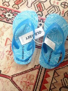 New Old Navy Kids Rubber Shoes Size 7 with Elastic Bands!