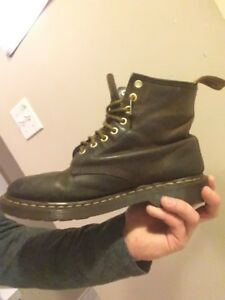 Dr Martens Men's Leather Boot (size 9)