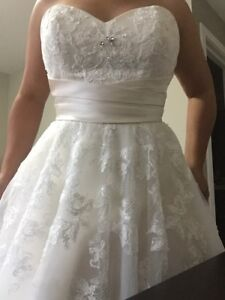 Wedding dress Not Worn tag still on