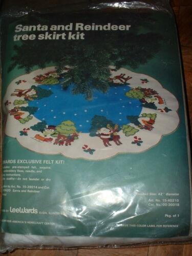 """Vintage LeeWards 42"""" Santa and Reindeer Tree Skirt Felt Kit 15-40210"""