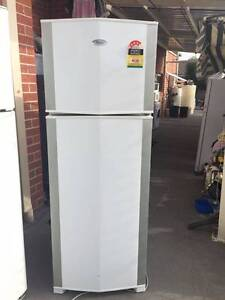 4.5 star energy rating 350 liter whirlpool fridge , can delivery Mont Albert Whitehorse Area Preview