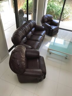 Wanted: Leather lounges