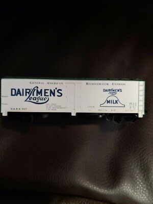 """TYCO 329G HO Scale 40' SCRIBED WOOD SIDE REEFER """"DAIRYMEN'S LEAGUE"""""""
