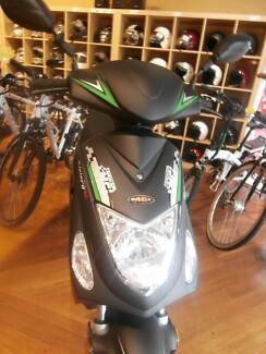 2016 50cc Scooter Moped with FREE Helmet, Lock, Fuel & Gloves