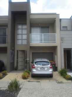 Room for rent in Mawson Lakes !!