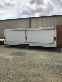 Display Tandem Trailer Fully enclosed