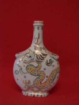 Gourde chinoise XIXème en porcelaine, décor dragon