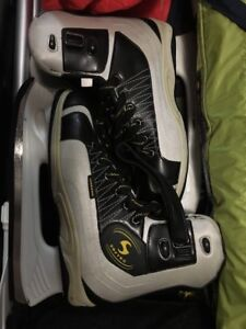Ice-skating shoes in excellent condition