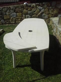 Extendable Plastic Table