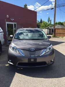 2012 Toyota Sienna XLE V6 limited AWD  DVD entertainment