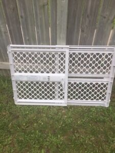 Baby gate in good condition
