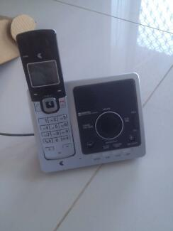 Telstra Digital DECT cordless Phone x 4 with Answering Machine Woonona Wollongong Area Preview