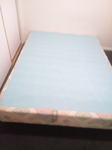 Queen size bed base Cranbourne West Casey Area Preview