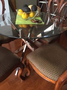 Table en verre/ Glass dining table