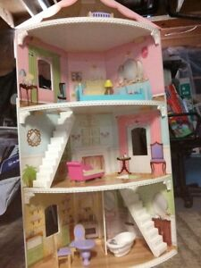 Kid kraft doll house with furniture- in Newmarket
