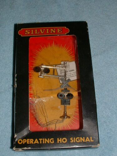 Vintage HO Silvine Side and Overhead Metal Crossing Signal New in Pack