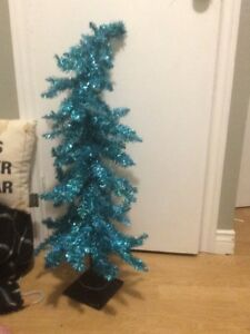 CHRISTMAS TREE (blue) 3ft great condition