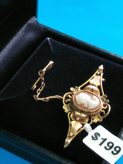 Vintage Style 9ct Gold Brooch