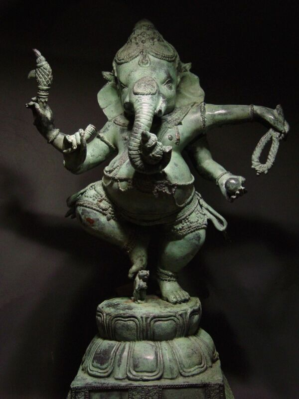 ANTIQUE BRONZE KHMER MULTI-ARMED HINDU DEITY