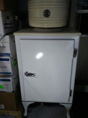 Antique 1930s General Electric monitor Top Refrigerator. WORKING 1930 General Electric Refrigerator