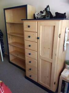 Childrens Wardrobe & Matching bookcase