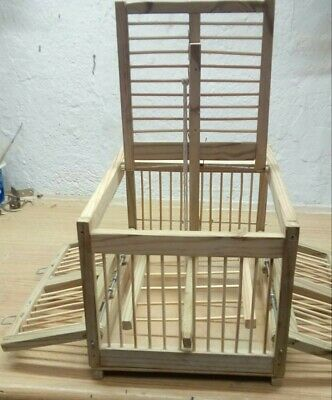 Jaula trampa en madera con doble puerta lateral y barrotes de madera