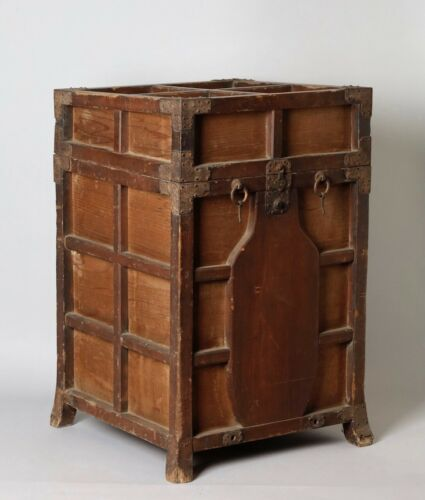 Rare style samurai armor box. 17-18th  century KK42