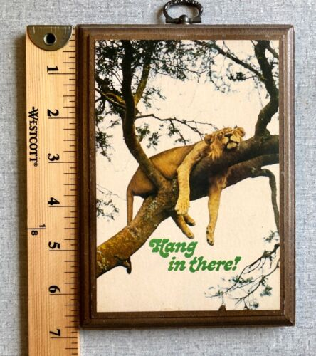 """Vintage Hallmark """"Hang In There"""" Wooden Lion Plaque Decoration"""