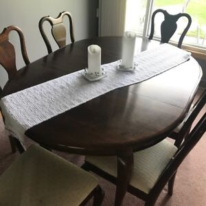 NEW PRICE! Gibbard Dining Room set